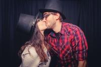 kiss-499138_640